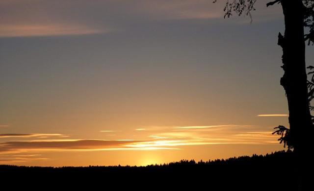 Solnedgang over Prestegårdsjordet